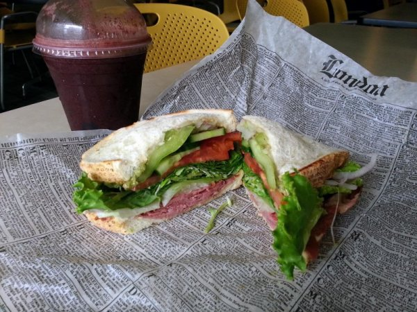 20140720_Chasers_Fresh_Juice_Deli-Montreal_Smoked_Meat_Sandwich_and_Juiceman_Combo